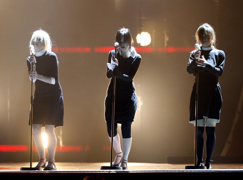 Марина Лизоркина, Лена Темникова и Оля Серябкина (Группа «Серебро») на конкурсе «Евровидение 2007»