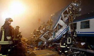 В Подмосковье пассажирский поезд врезался в фуру