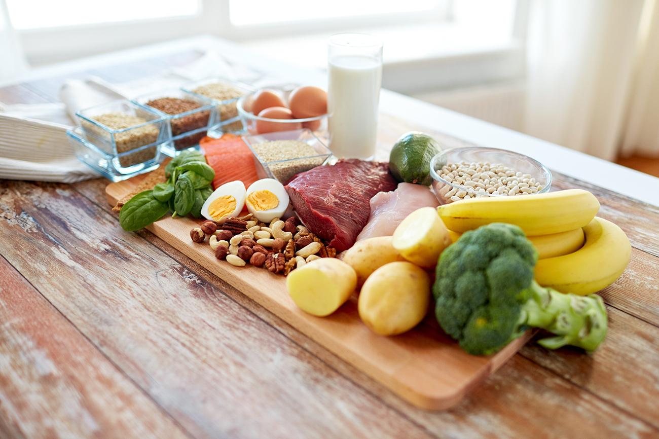 Суточный состав и энергетическая ценность: белки — 100 г; жиры — 90 г (⅓ растительные); углеводы — 300–350 г; калорийность — 2600–3000 ккал