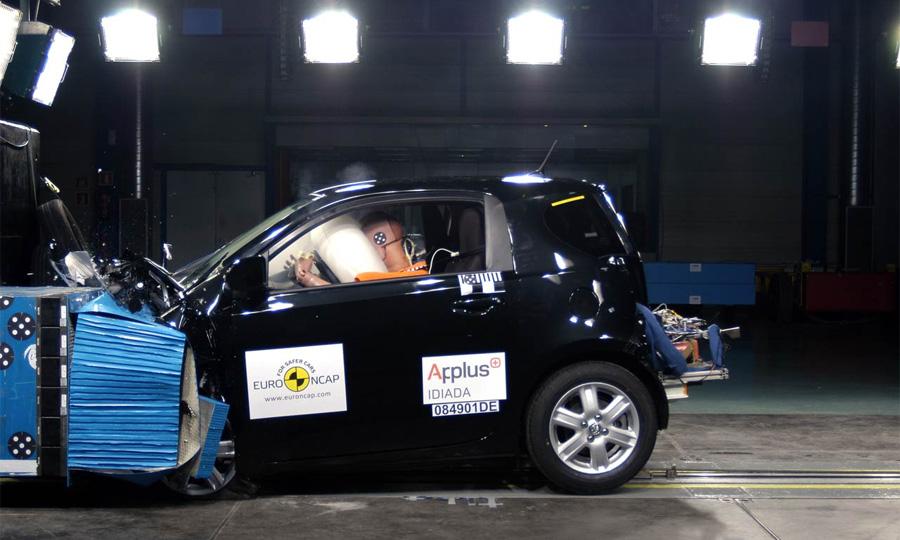 Мини-кар Toyota iQ получил 5 звезд по EuroNCAP