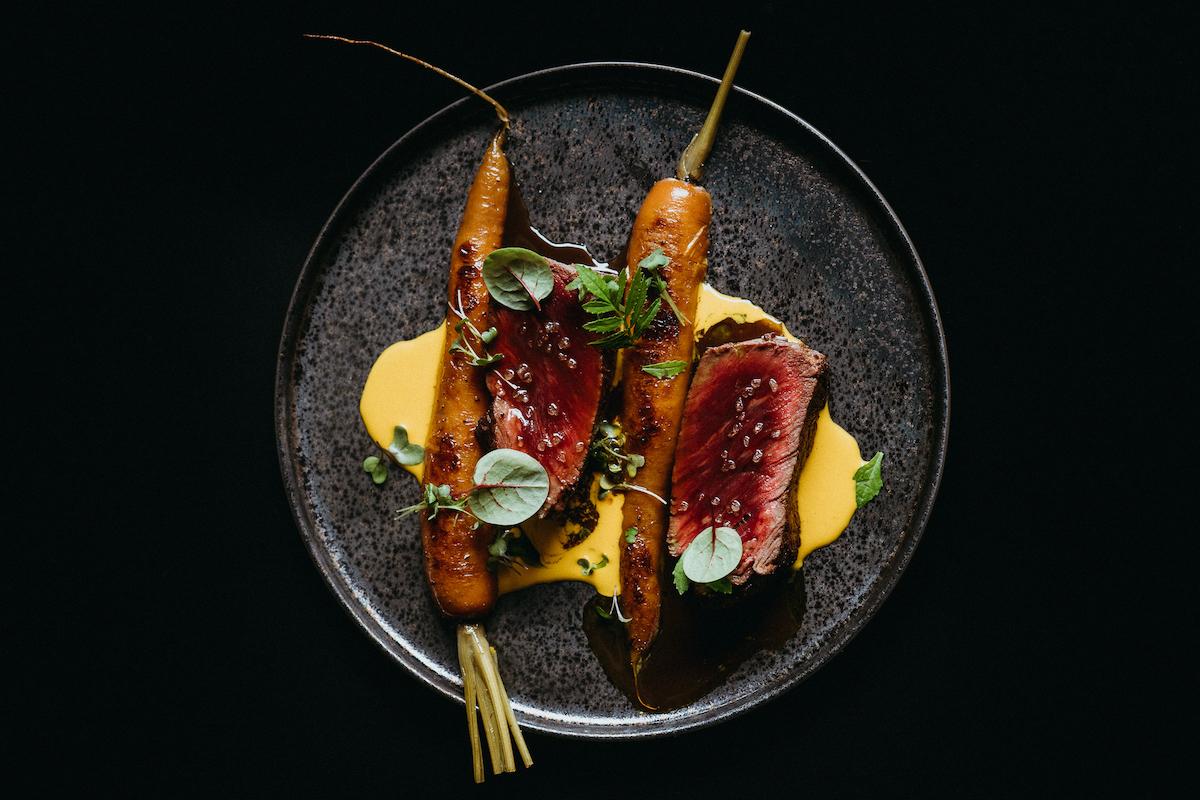 Филе миньон с морковью васаби и говяжьей настойкой