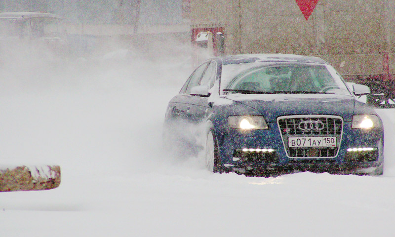 Тест Audi S6 – проверка московским снегом