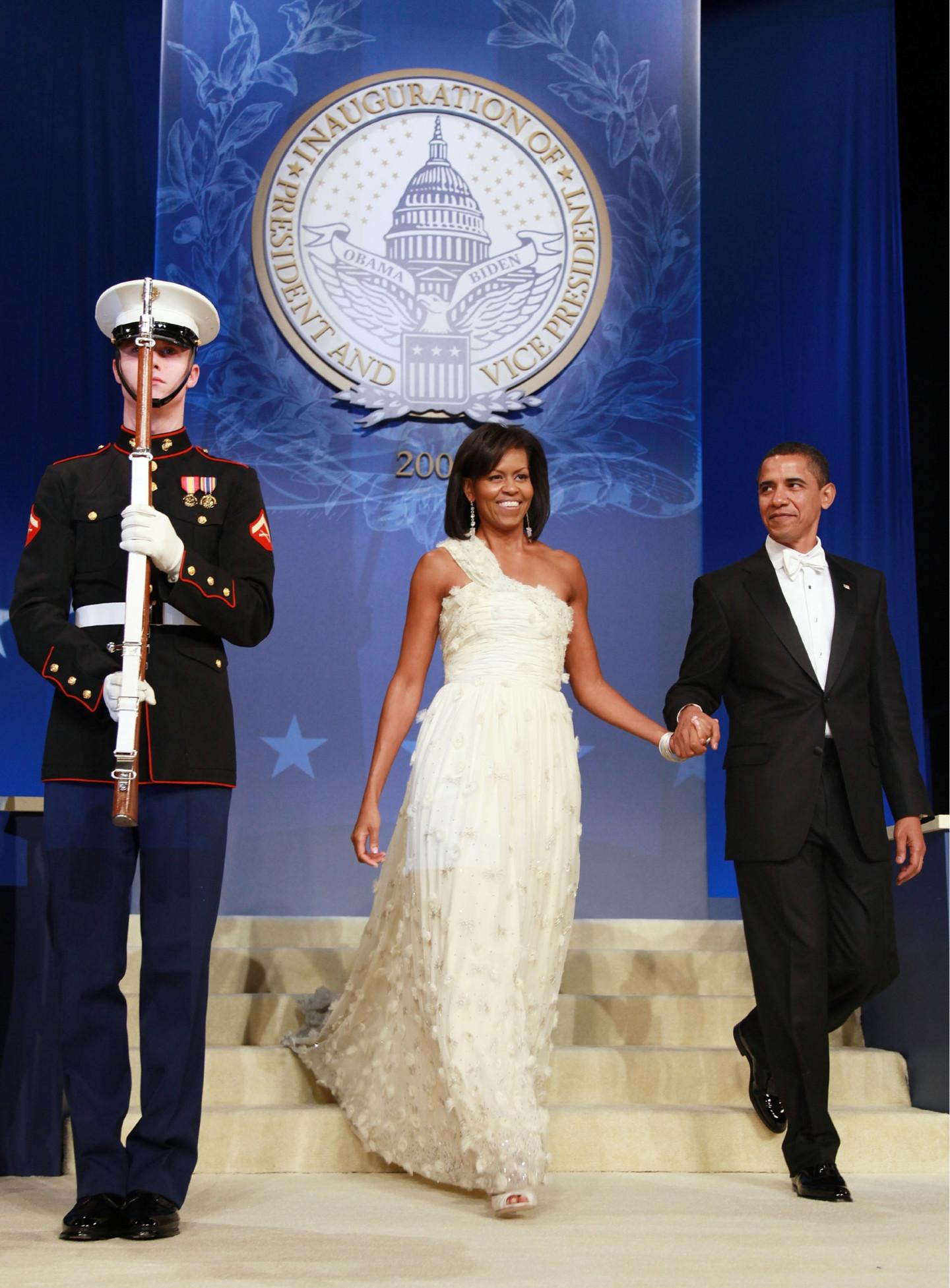 Барак Обама в смокинге Hart Schaffner Marx и Мишель Обама в платье Jason Wu, инаугурационный бал, 2009 год