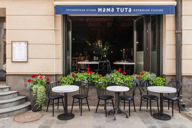 Уличные столики ресторанаMama Tuta на Патриарших