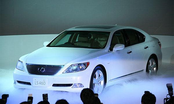 Toyota представила Lexus LS на домашнем рынке