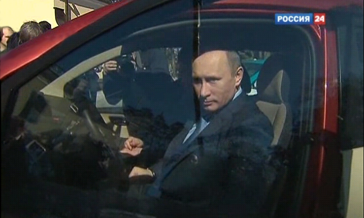 Путин поехал к Медведеву на ё-мобиле