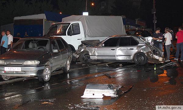 В Саратове фура протаранила 36 автомобилей
