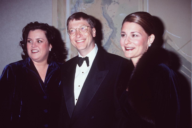 Билл и Мелинда Гейтс с телеведущейРози О' Доннел в Нью-Йорке, 1998 год