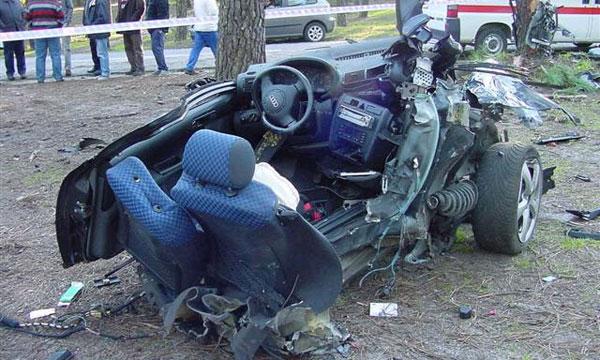 Автомобиль министра культуры Эстонии Audi A6 врезался в дерево