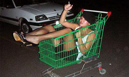 Пьяная девушка, устроившая ДТП, набросилась на гаишников