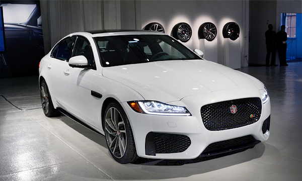 Новый Jaguar XF привезут в Россию осенью