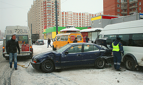 ОСАГО  хватит на всех: кто заплатит за ДТП на льду