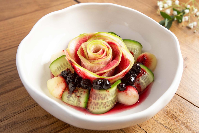 Салат из арбузной редьки и моченых яблок