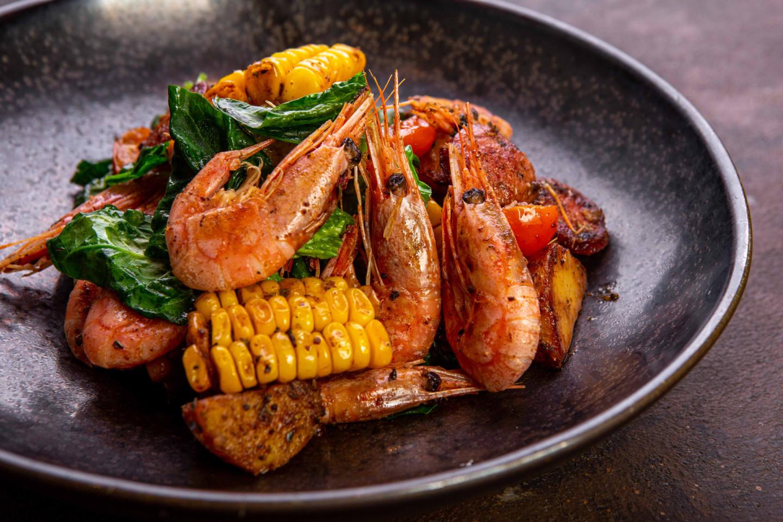 Магаданские креветки с овощами и колбасками