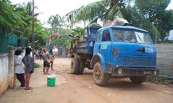 В Камбодже грузовик с кислотой протаранил рынок