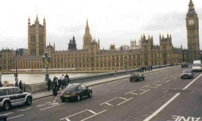 Продажи автомобилей в Англии в марте упали на 30%
