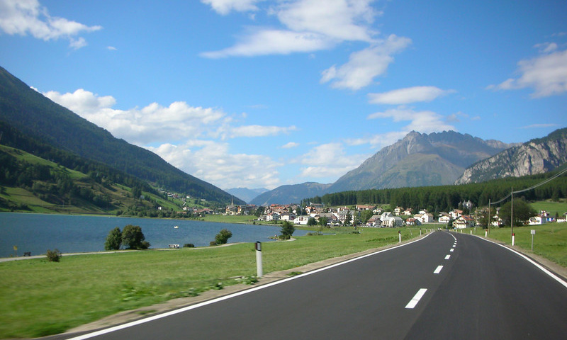 С дорог Швейцарии исчезнут все спорткары