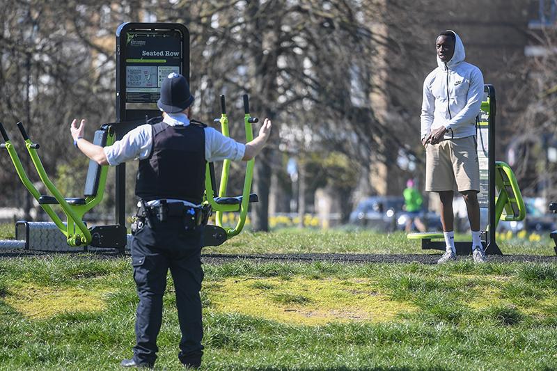 Сотрудник полиции призывает горожан к самоизоляции