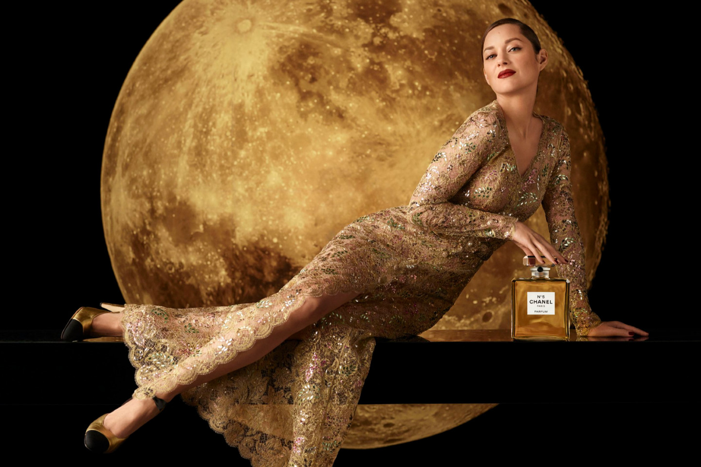 Марион Котийяр в рекламе аромата Chanel №5