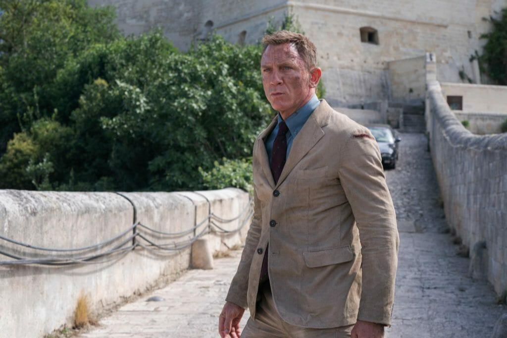 Джеймс Бонд в костюме Massimo Alba