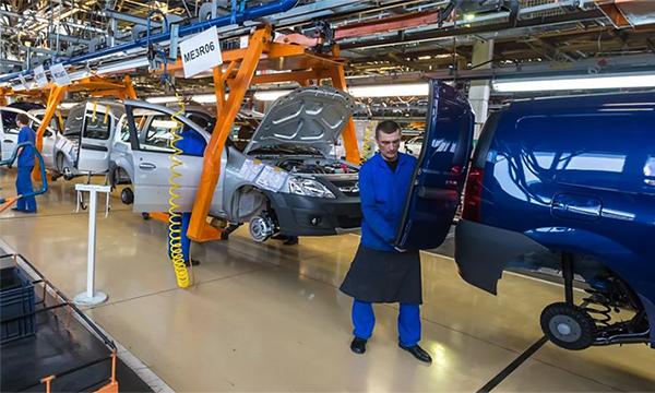 За месяц производство автомобилей в России упало на 5%