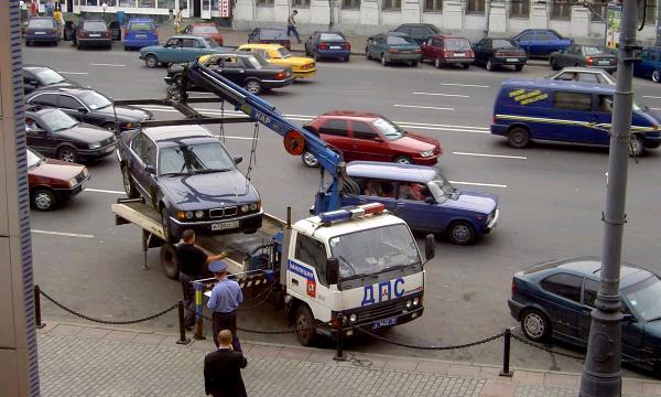 В Петербурге и Ленобласти эвакуируют рекордное количество автомобилей