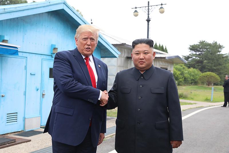 Дональд Трамп иКим Чен Ын 30 июня 2019 года в демилитаризованной зоне,Пханмунджом