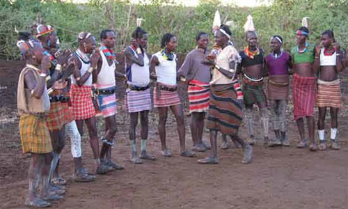 Коренные эфиопцы радуются скорому открытию нового автозавода!