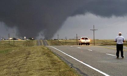 Торнадо вызвали транспортный коллапс на Среднем Западе США