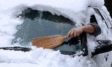 Более 40 машин оказались в снежном плену под Дудинкой