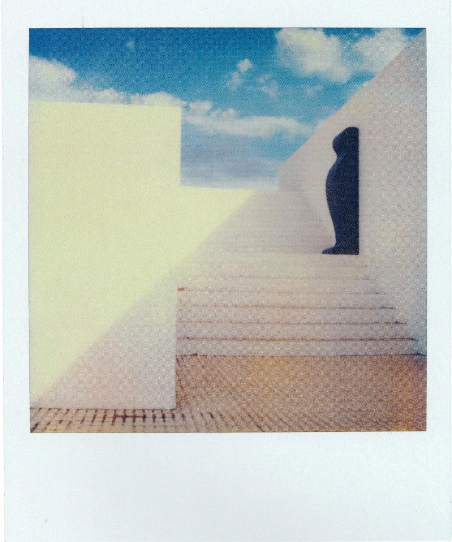 Лайош Керестеш, работа из серии «Свет, знак, язык», 1987. Polaroid SX-70. Галерея OstLicht, Вена