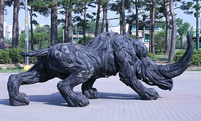 Корейский скульптор изобрел ваяние из старых покрышек
