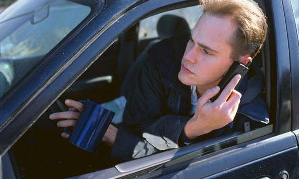 Водители, разговаривающие по телефону за рулем, будут наказаны