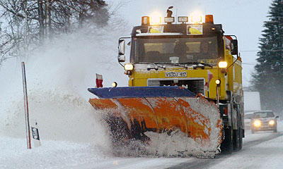 Ночной снегопад парализовал движение в Сочи
