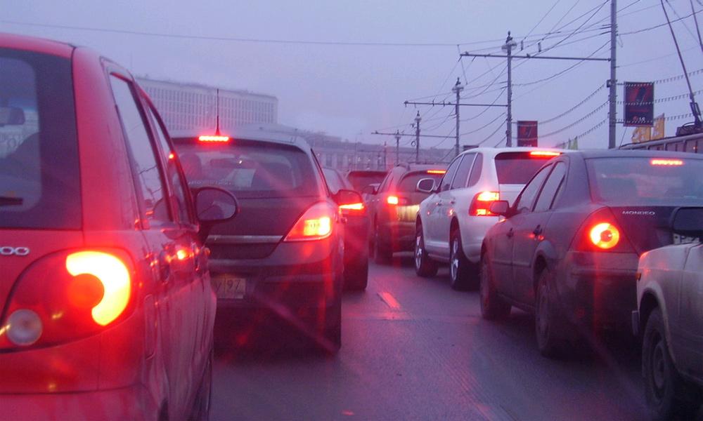 Каширское шоссе стоит в огромной пробке из-за пожара в метро