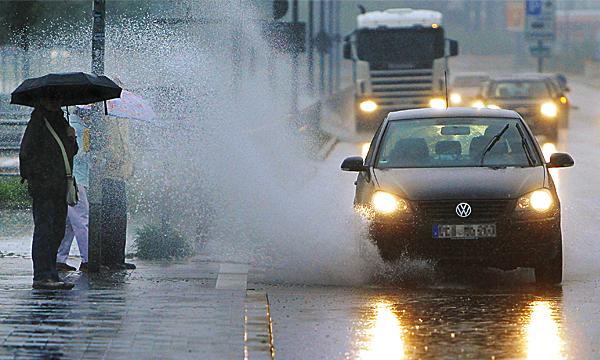 Автомобилистов будут штрафовать за облитых грязью пешеходов