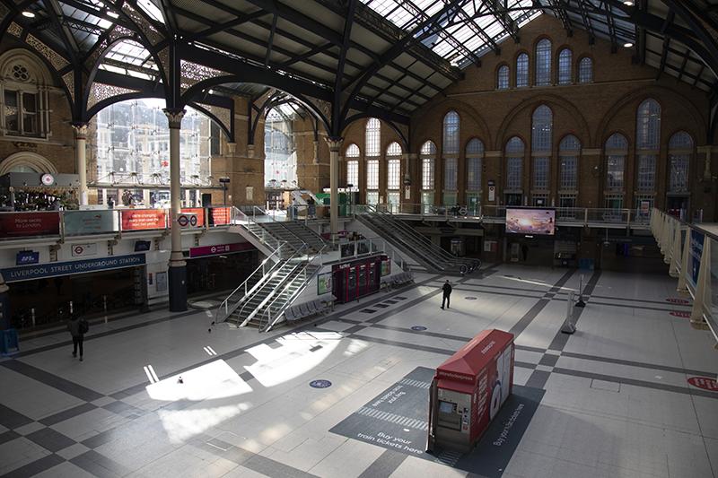 Тихий будний день на вокзале «Ливерпуль-стрит»