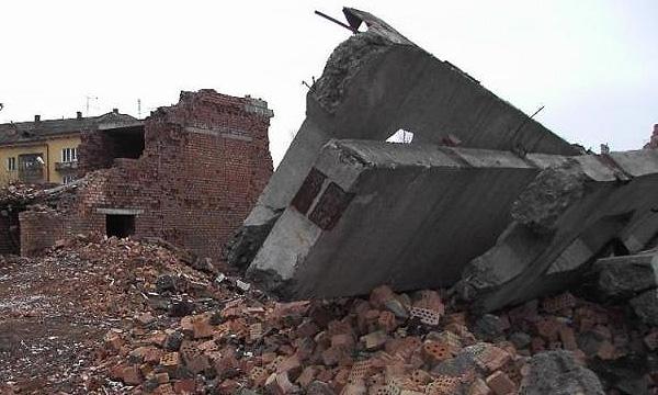 В Казахстане грузовик врезался в дом, полностью разрушив его