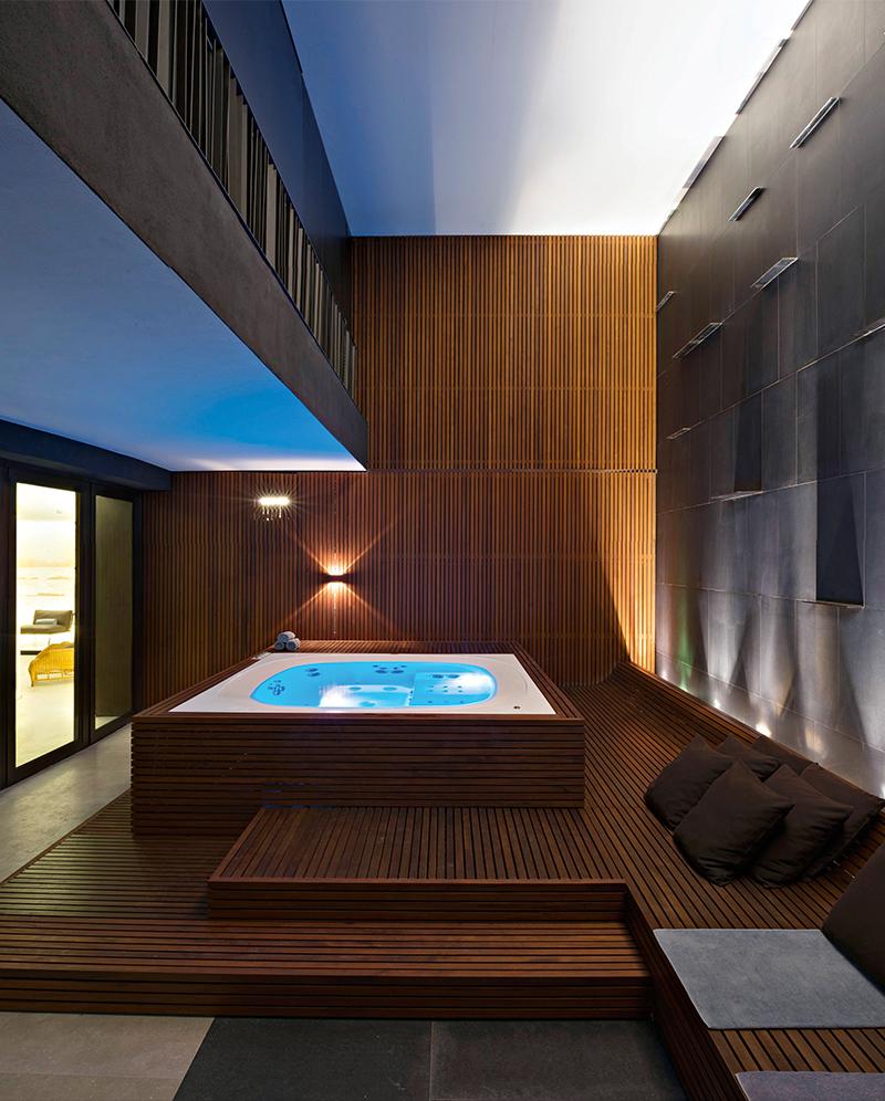 Любой из рабочих или выходных дней после удачно завершенных сделок или многочасового похода по магазинам идеально завершить в спа Bulgari Hotel Milano