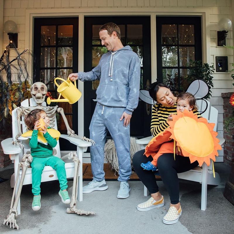 Марк Цукерберг с женой ПрисциллойЧан и детьми