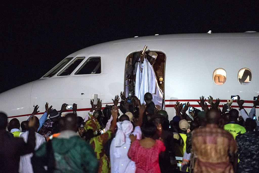 Бывший президент Гамбии Яйя Джамме покидает страну после 22-летнего правления.