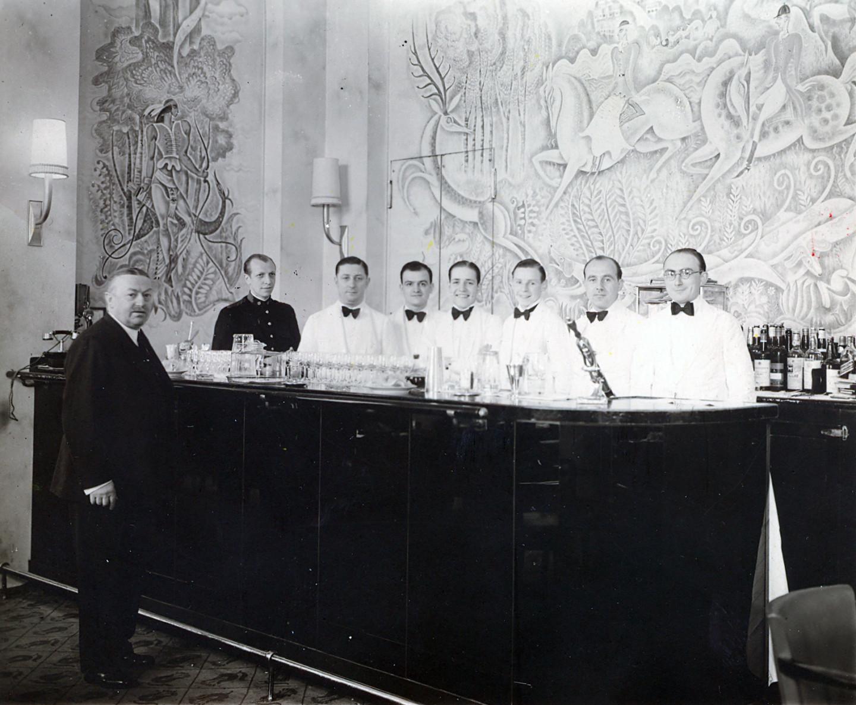Фрэнк Мейер, управляющийбаром «Камбон» в отелеRitz, 1930 г.