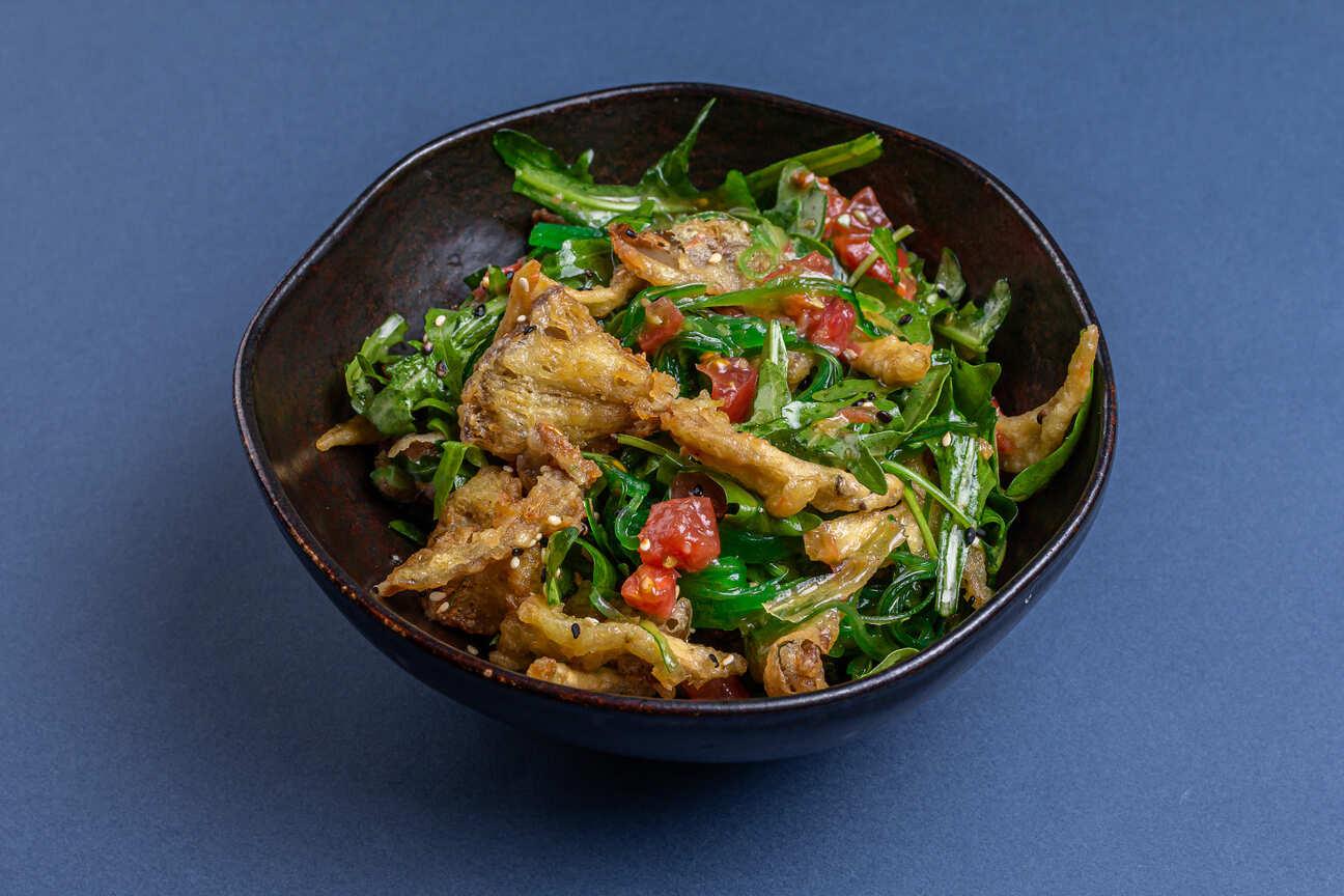 Теплый салат с вешенками и чукой