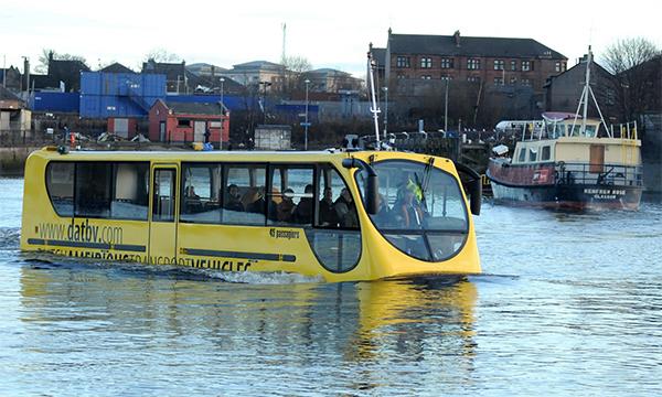 В Англии изобрели водоплавающий автобус