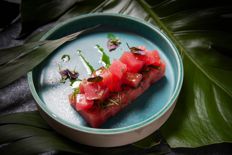 Тартар из тунца и арбуза