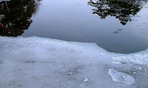 В Амурской области под лед провалился тягач с экскаватором