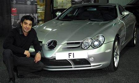 За комплект табличек миллиардер Афзаль Кан выложил на британском аукционе 375 000 фунтов стерлингов
