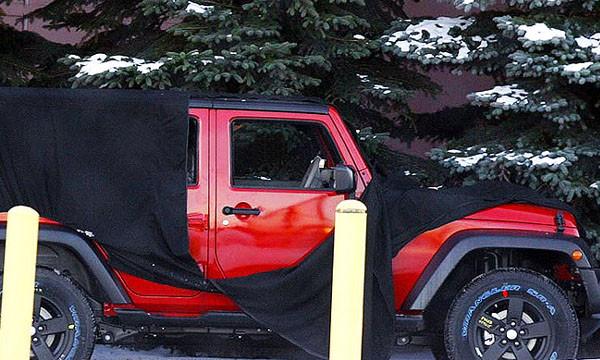 Jeep тестирует четырехдверный Wrangler