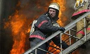 На севере Москвы сгорел автосервис