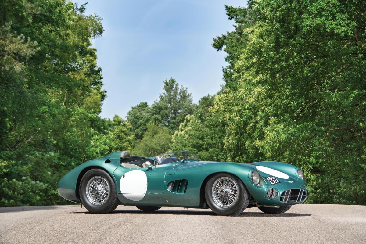 Гоночный автомобиль Aston Martin DBR1/1, первый в серии, 1956. Удерживает рекорд 2017 года: на торгах RM Sotheby's в Монтерее лот ушел за $22 550 000